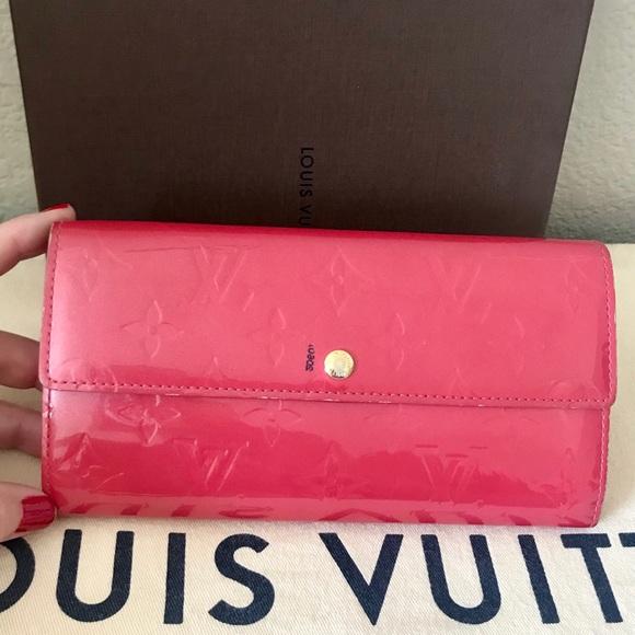 700b8d2de69a Louis Vuitton Handbags - Louis Vuitton Monogram Pink Vernis Sarah Wallet